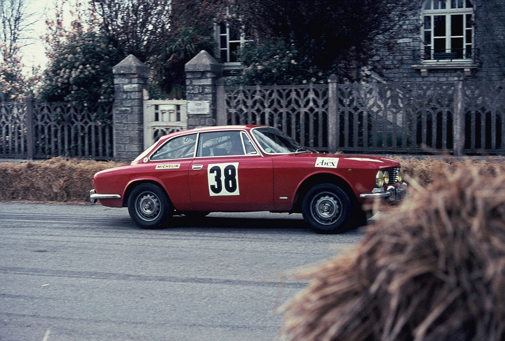 Alfa-Romeo-2000-GTV - 1973 - CC-ST-Germain-sur-Ille - Photo-Thierry-Le-Bras