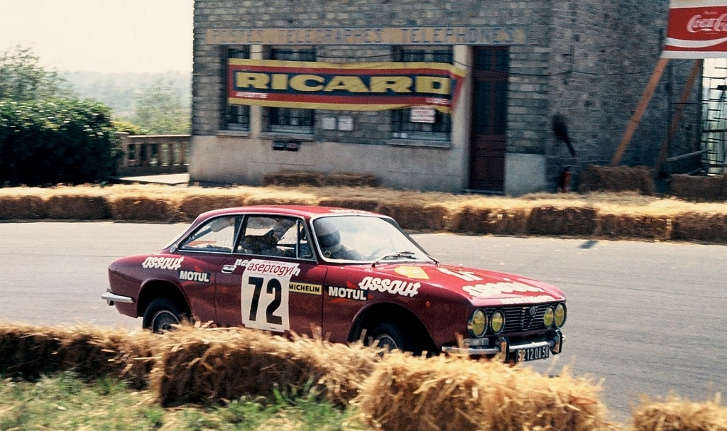 Alfa-Romeo-2000-GTV - 1975 - CC- Saint-Germain-sur-Ille - photo - Thierry-Le-Bras