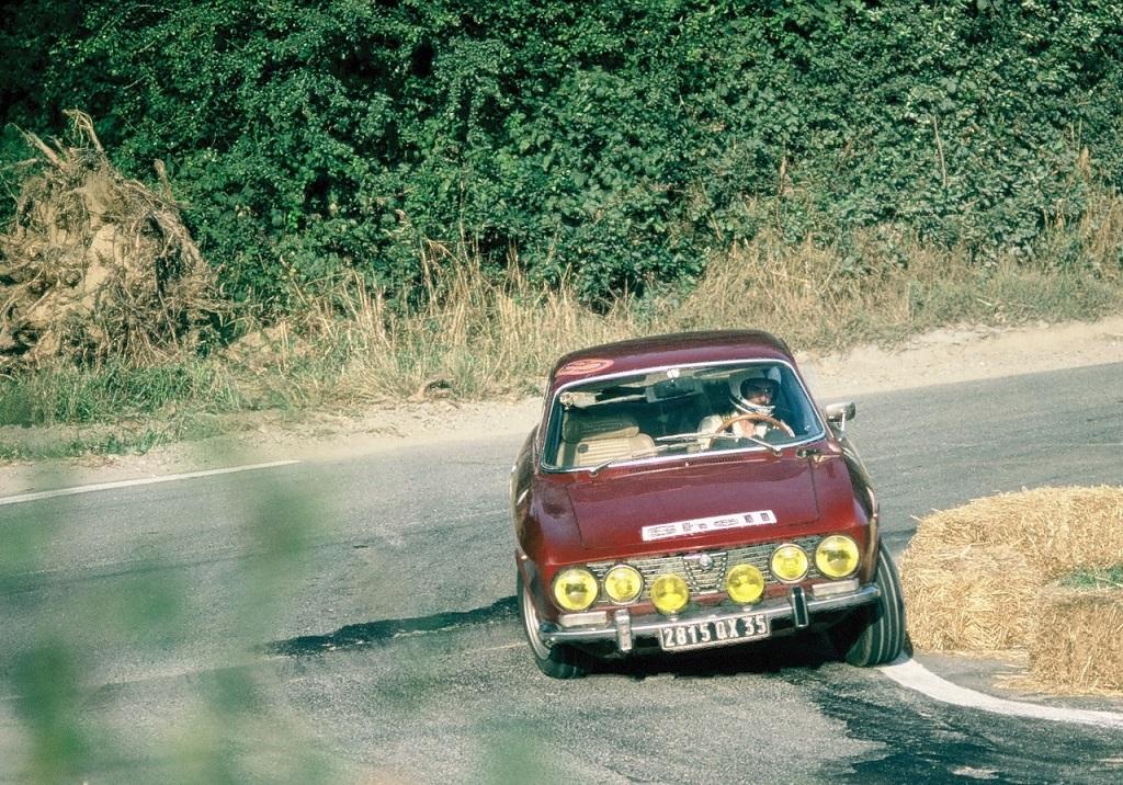 Alfa-Romeo-2000-GTV - 1975 - Landivisiau - Photo-Thierry-Le-Bras