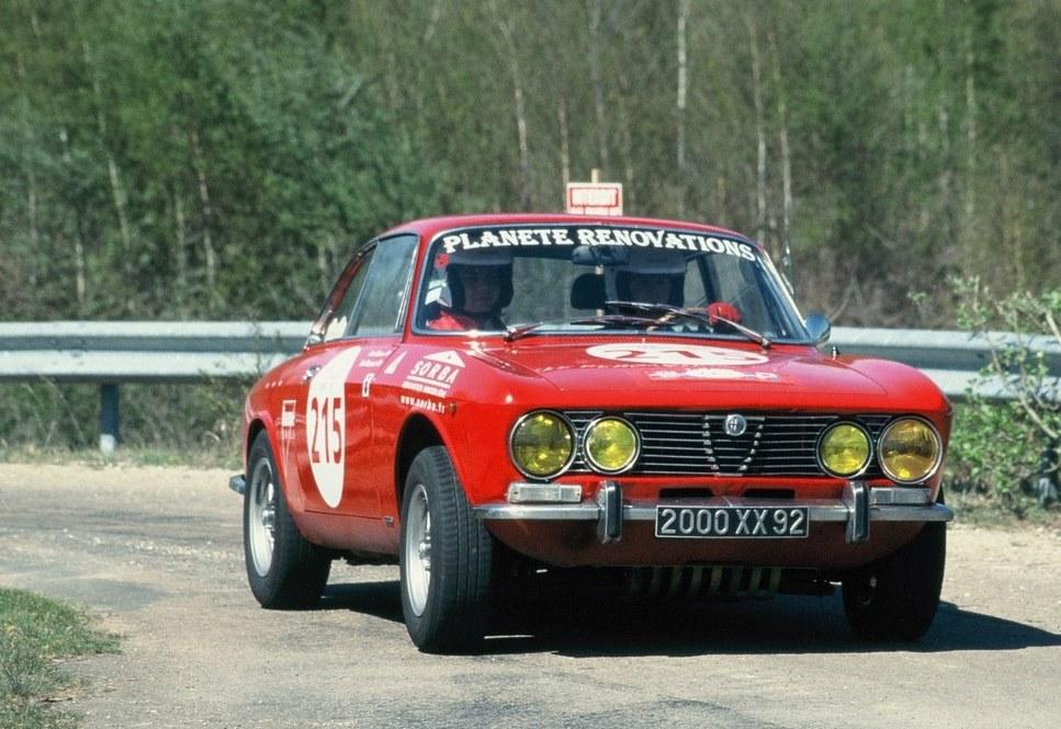 Alfa-Romeo-2000-GTV-Bertone - Tour-Auto - Photo-Thierry-Le-Bras