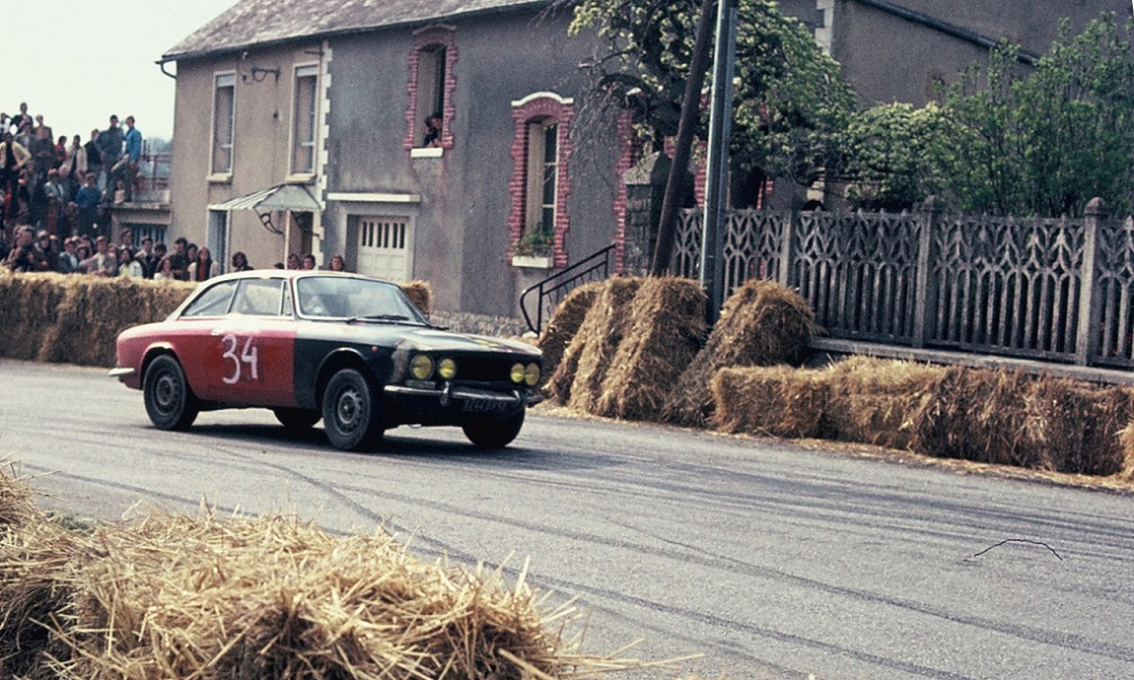 Alfa-Romeo-2000-GTV-groupe-1 - 1973 - CC-Saint-Germain-sur-Ille -Photo-Thierry-Le-Bras