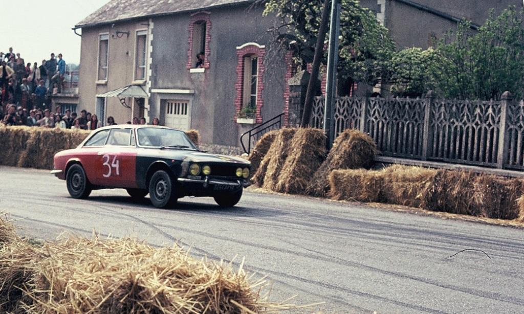 Alfa-Romeo-2000-GTV-groupe-1 - 1973 - CC-Saint-Germain-sur-Ille -Photo-Thierry-Le-Bras