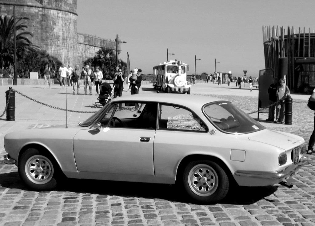 Alfa-Romeo-coupé-Bertone-1 - 2015 - Rallye-des-Corsaires - Photo-Thierry-Le-Bras
