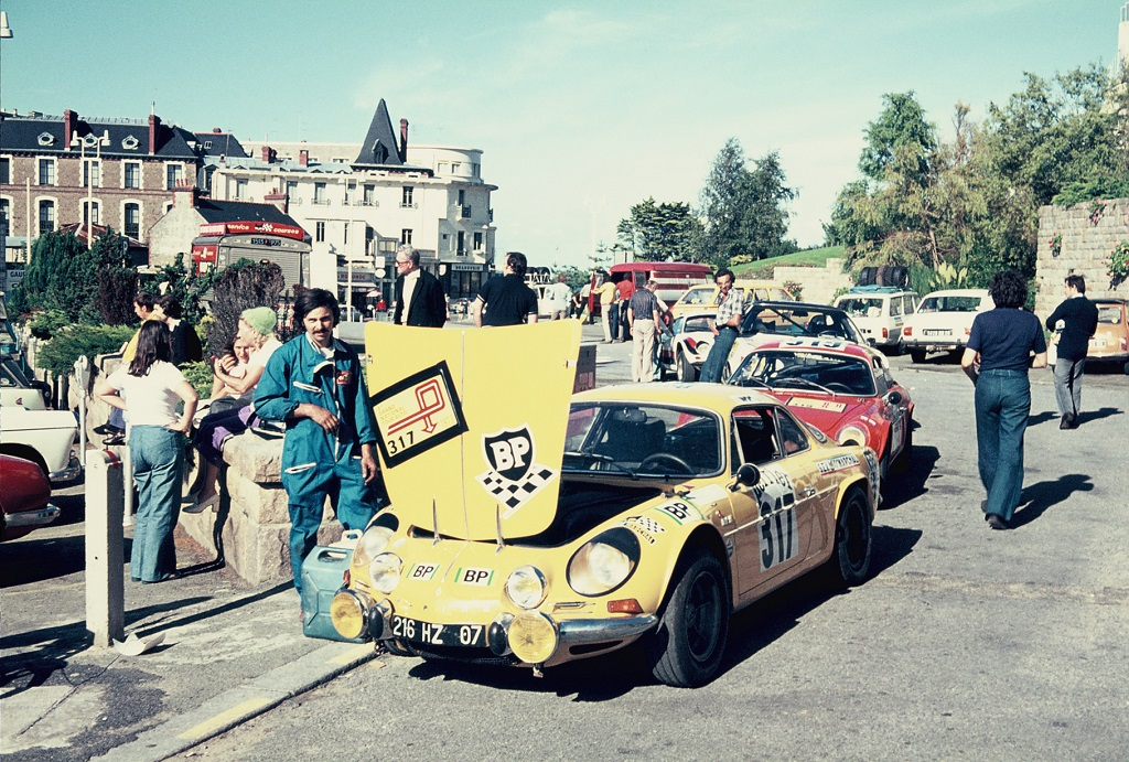 Alpine-aux-vérifications- 1973 - Dinard - Grand-National-Tour-Auto - Photo-Thierry-Le-Bras