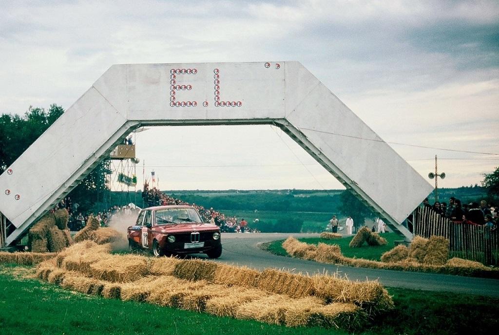 BMW-2002-groupe-2- 1976 -Saumur-Saint-Hilaire - Photo-Thierry-Le-Bras