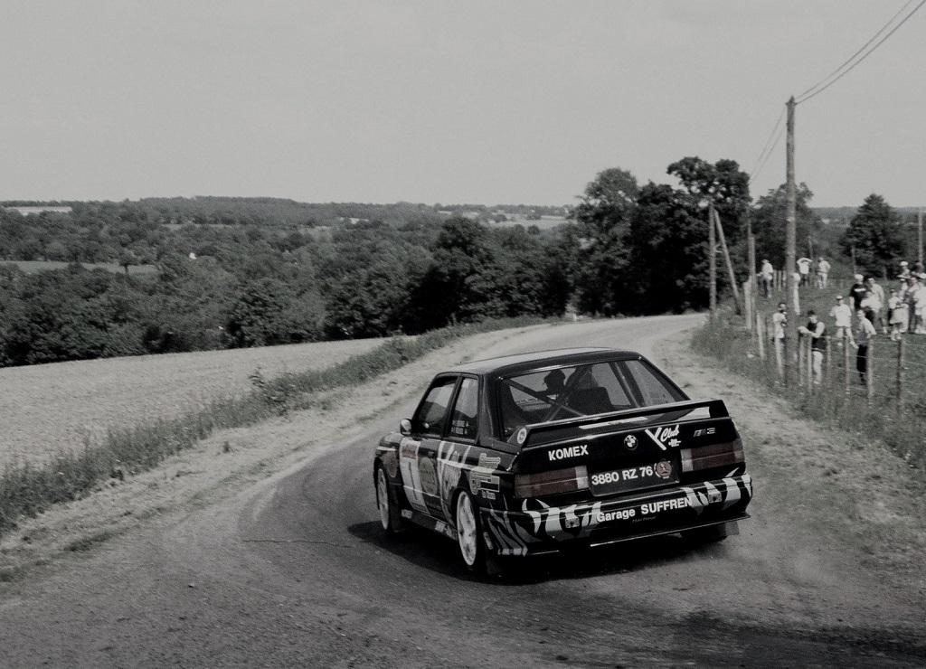 bmw-m3-feuillet-feuillet-rallye-des-monts-d-arree-halloween -photo-Thierry-Le-Bras