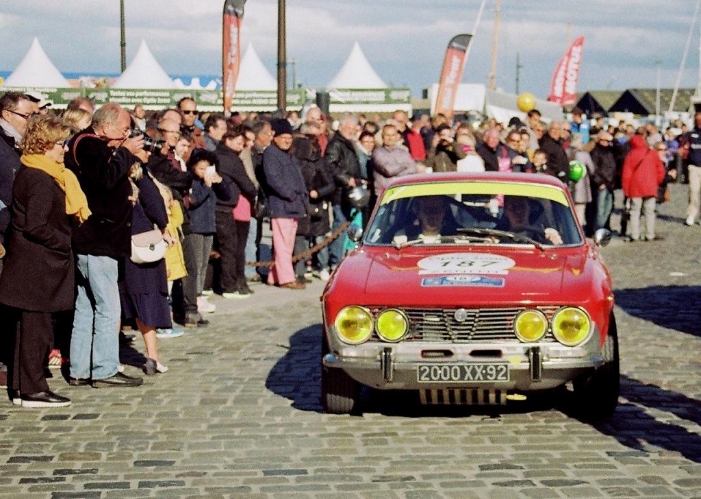 Baigneres-Baigneres - Alfa-Romeo-2000-GTV - 2017 - Tour Auto - Saint-Malo - Photo-Thierry-Le-Bras