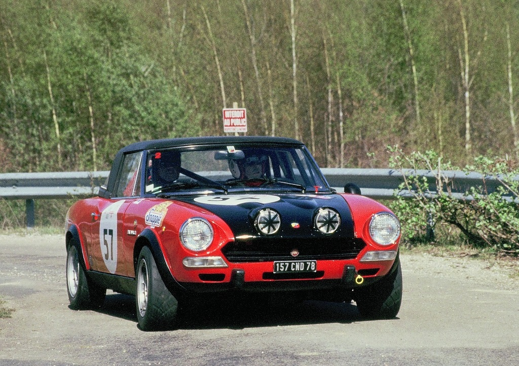 Bourbon-Parme - Broglie - Fiat-124-Abarth- 2003 -1 -Tour-Auto - Photo-Thierry-Le-Bras