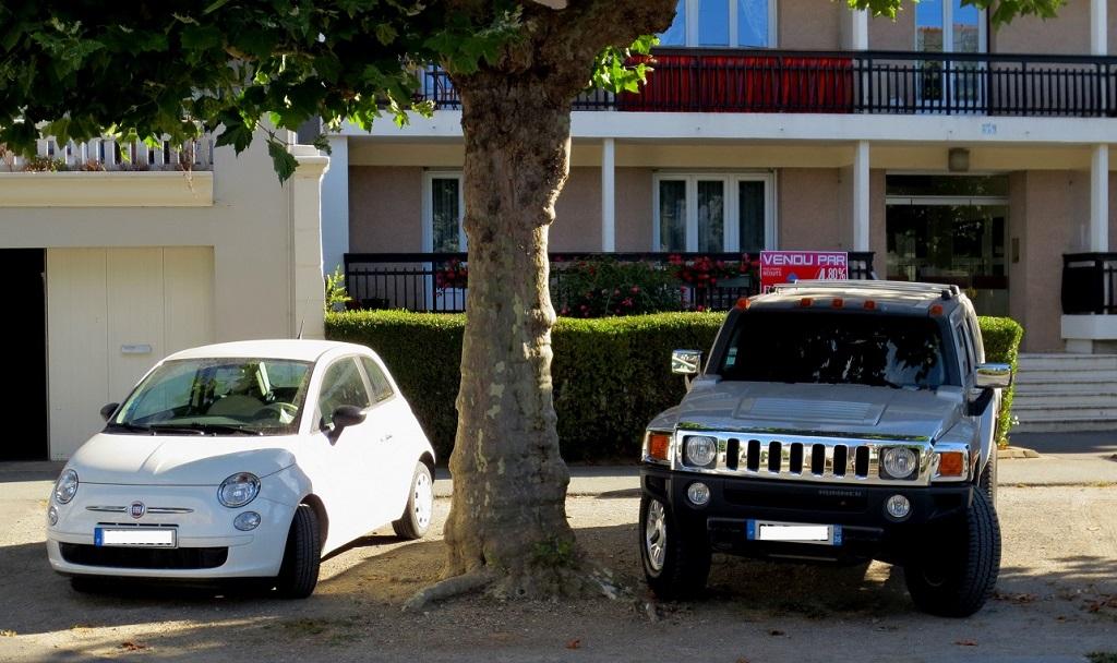 Citadine-et-gros-4x4-des-budgets-différents - Photo-Thierry-Le-Bras