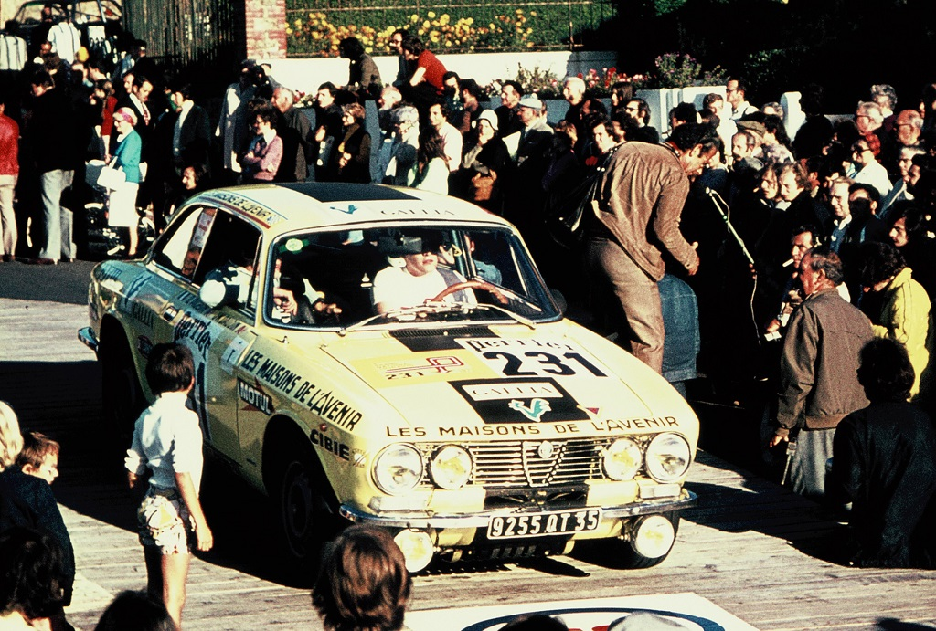 D-Pigeon- Alfa-Romeo-2000-GTV - 1973 - Dinard - Grand-National-Tour-Auto - Photo-Thierry-Le-Bras