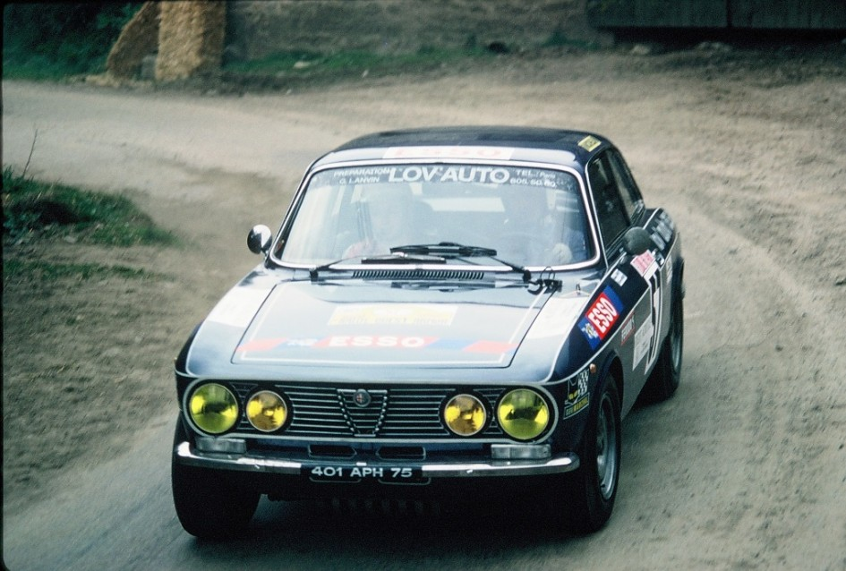 Imbert - Alfa-Romeo-2000-GTV- 1976 -Rallye-Armor-ES-Allineuc -  Photo-TLB