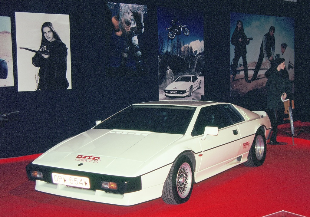 James-Bond - Lotus-Esprit-1- 1996 - Mondial-de-L-Auto- Photo- Thierry-Le-Bras
