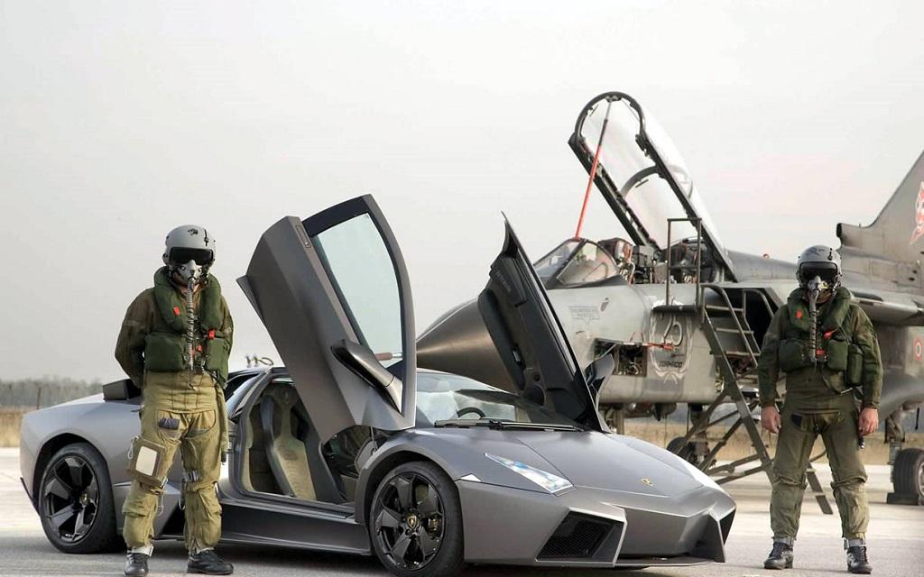 Lamborghini-Reventon-comme-un-chasseur-furtif