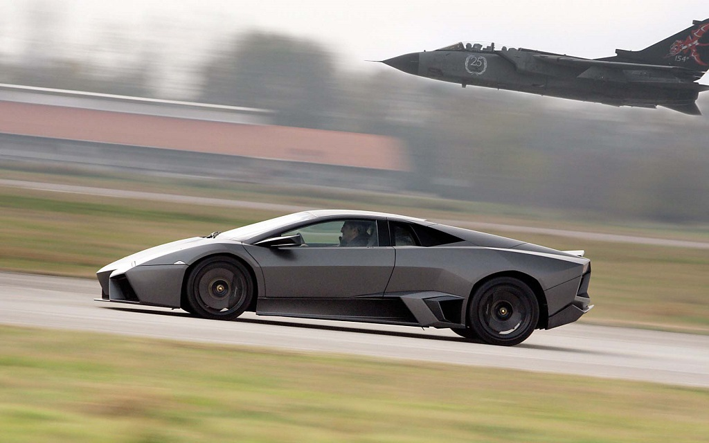 Lamborghini-Reventon-profil