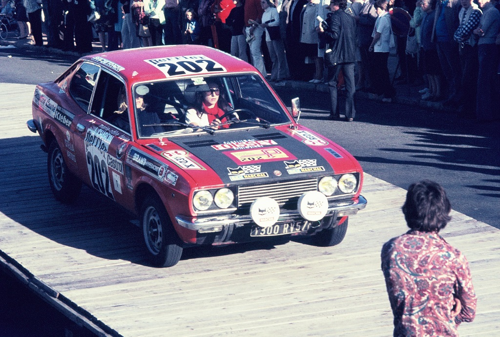 Mlles-Chardin-Devin - Fiat-128 - 1973 - Dinard - Grand-National-Tour-Auto - Photo-Thierry-Le-Bras