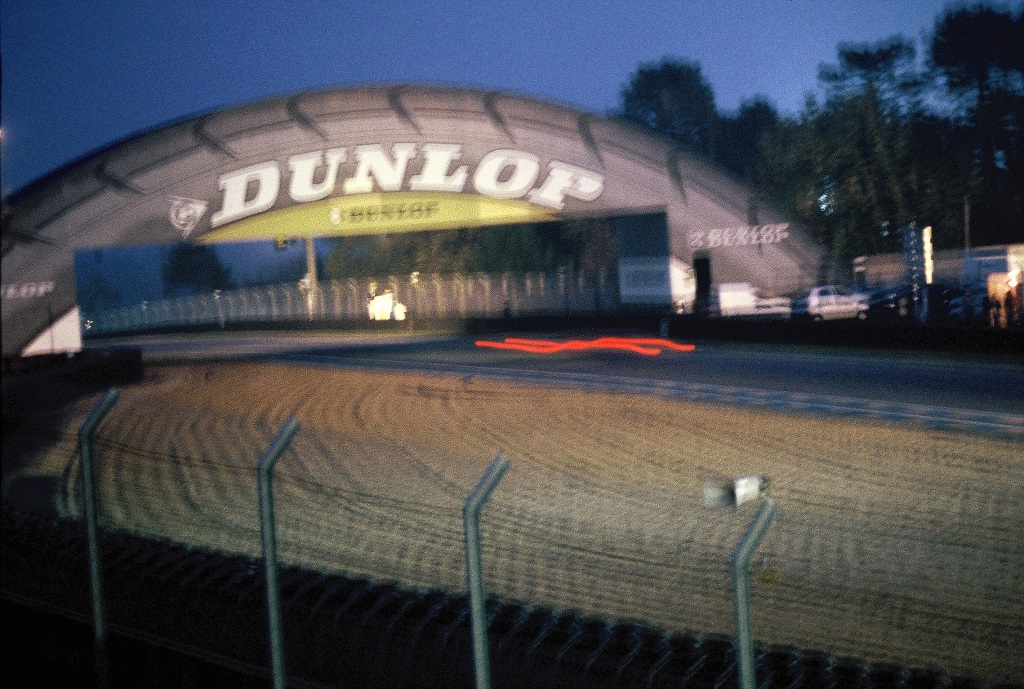 Nuit-Mancelle - Courbe-Dunlop - Photo-Thierry-Le-Bras