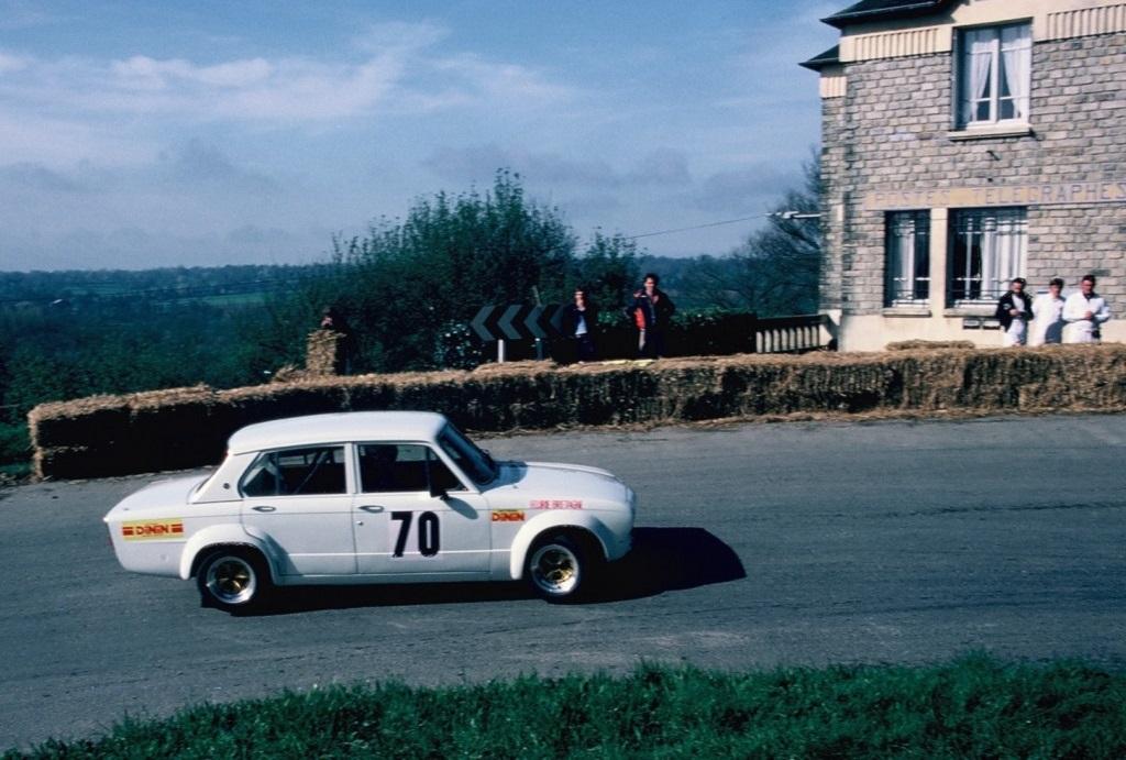 Patrick-Bourdais- Triumph-Dolomite-groupe-2 - 1981 - CC-Saint-Germain-sur-ille - photo-Thierry-Le-Bras