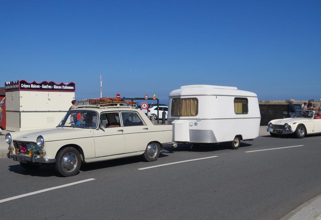 Peugeot-404-Caravane-Eriba - 2015 - Saint-Malo - Photo-Thierry-Le-Bras