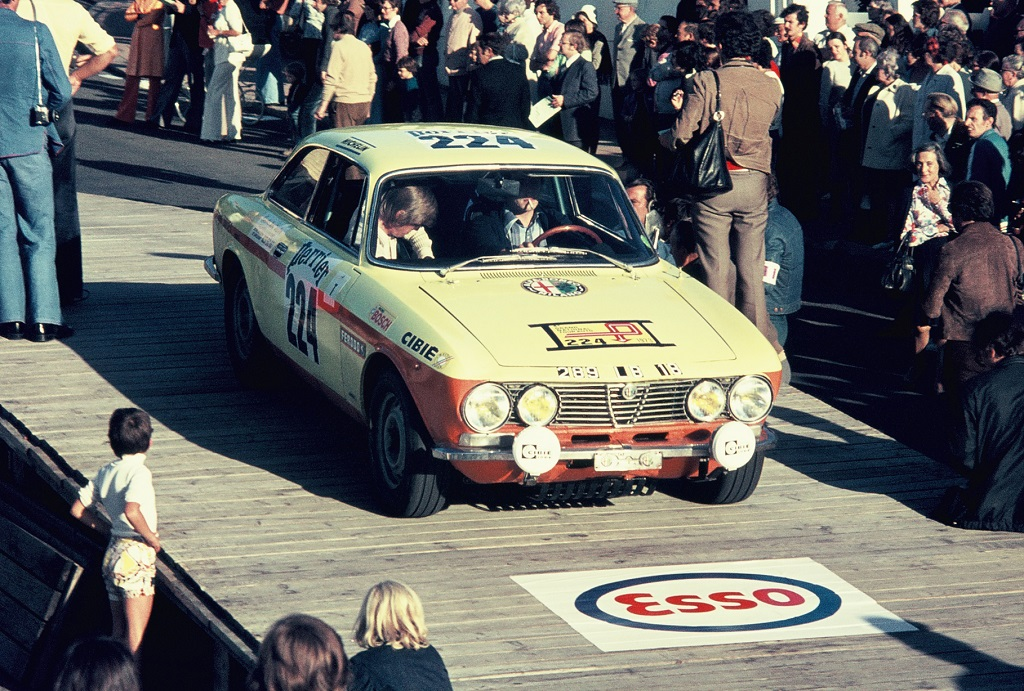 Pivet-Deschamps - Alfa-Romeo-2000-GTV - 1973 - Dinard - Grand-National-Tour-Auto - Photo-Thierry-Le-Bras