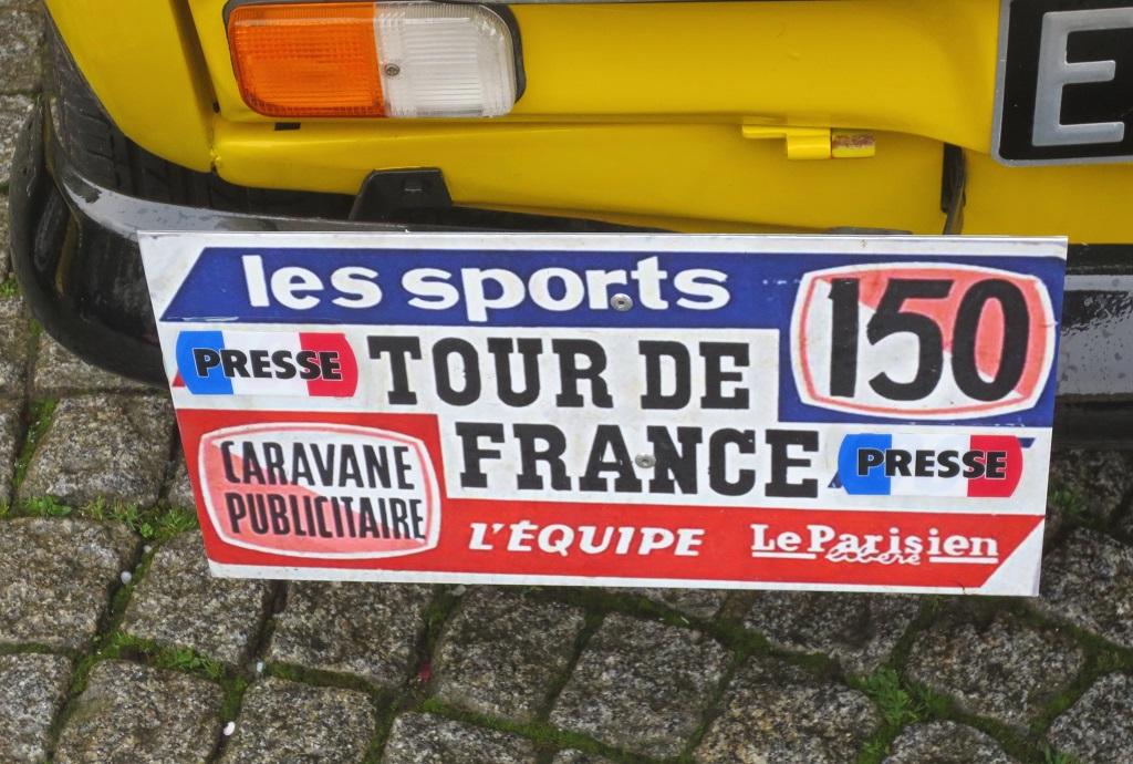 Plaque -4L-Berger-Caravane-Tour-de-France - 2018 - Traversée-de-Rennes- Photo-Thierry-Le-Bras