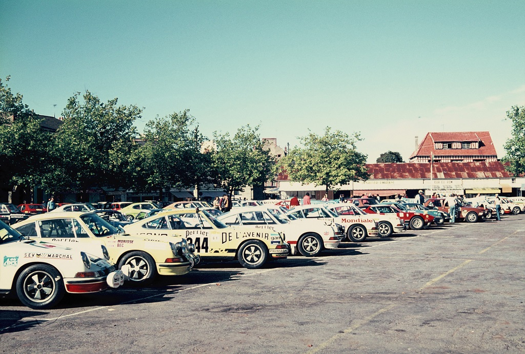 Porsche-en-parc-fermé - 1973 - Dinard - Grand-National-Tour-Auto - Photo-Thierry-Le-Bras