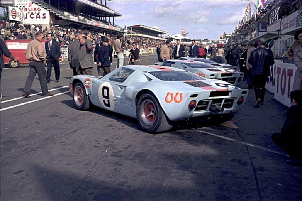 Rodriguez-Bianchi - Ford-GT-40- 1968 - Départ-24-Heures-- Copyright-Inconnu