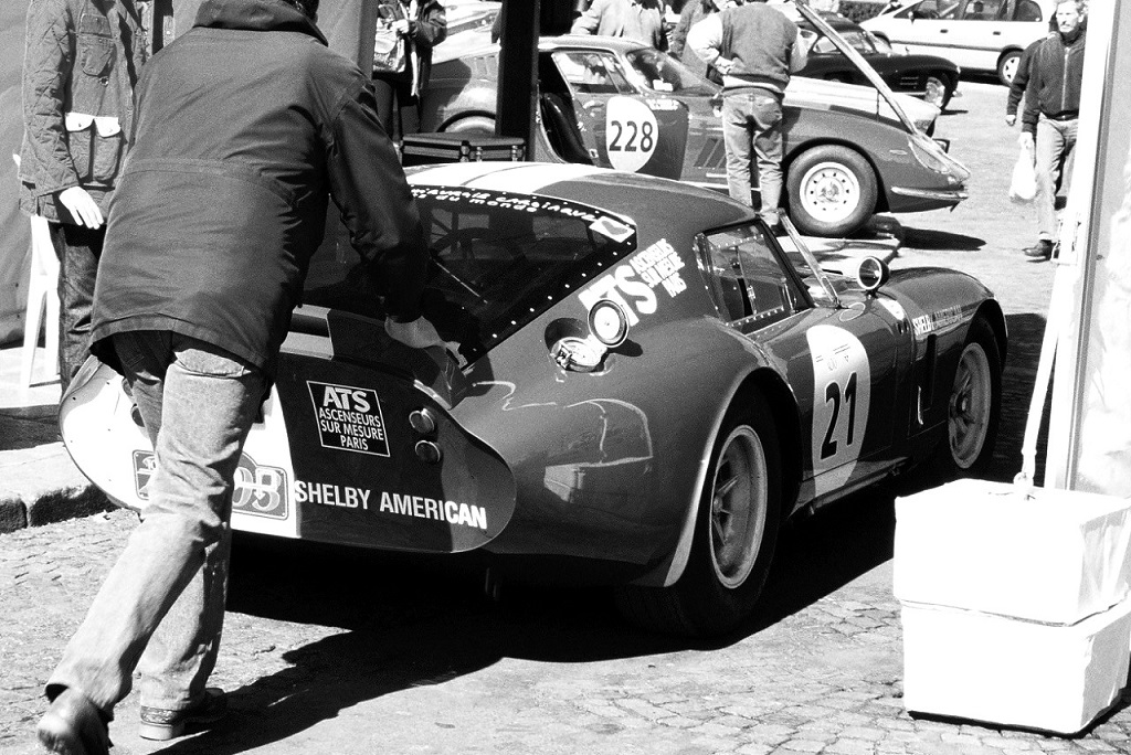 Shelby-Cobra-Daytona - Ferrari-275-GTB - 2003 - Tour-Auto - Photo-Thierry-Le-Bras