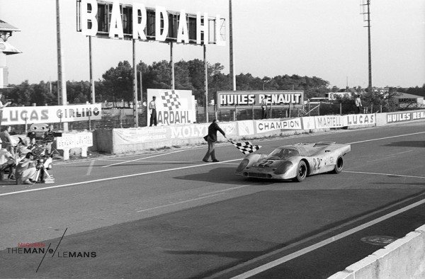 It's race day at the Le Mans! (Photographie via TheManLeMans)