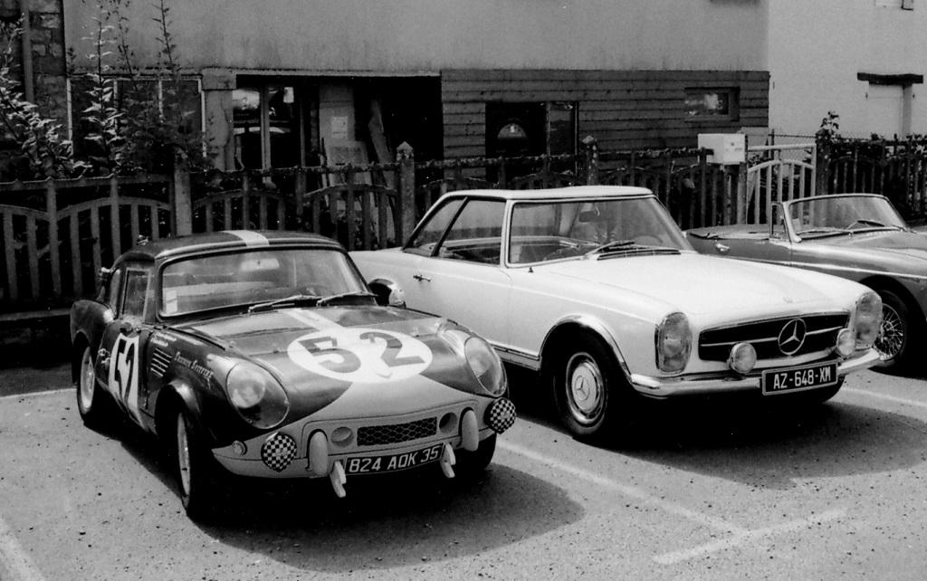 Triumph-Spitfire-carrosserie-Le-Mans - avec - Mercedes-Pagode - photo-Thierry-Le-Bras